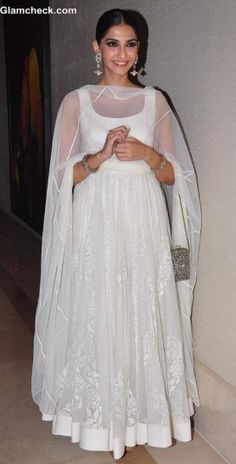 Buy now this plain white bollywood star sonam kapoor Anarkali for holi function. Super plain suit online in india. White Anarkali, Anarkali Dress, Simple Anarkali Suits, White Salwar Suit, Sonam Kapoor, Dress Indian Style, Indian Dresses, Indian Saris, Pakistani Dresses