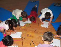 Los niños coloreando mandalas en su clase de yoga, mejorando su concentración y logrando calma #yogaparaniños #yogakids Yoga For Kids, Rainbows, Toddler Yoga, Yoga Workouts, Calm, Guys, Mandalas, Kid Yoga