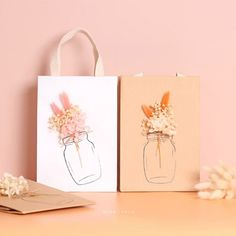 Wild flower shopping bag make it is very special, art shopping bag,Luxury Gift Shopping Bag Dried Flower, Make the bag with value on it. Paper Packaging, Print Packaging, Jewelry Packaging, Paper Bag Flowers, Flower Bag, Print On Paper Bags, Cardboard Art, Flower Cakes, Box Cake