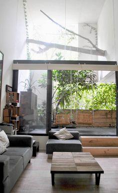 Modernistyczny balkon, loggia. Zobacz więcej na: https://www.homify.pl/katalogi-inspiracji/44352/balkon-loggia-w-14-odslonach