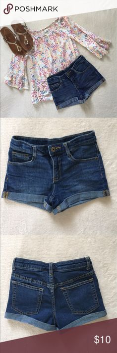 Crazy 8 Jean Shorts Adorable Crazy 8 Jean shorts in great condition. Only worn once! Reposhing only because my daughter wouldn't wear them..so cute on!! Crazy 8 Bottoms Shorts