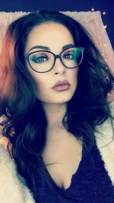 Maquillaje chicas con lentes