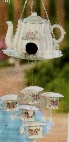 Glass Creations_Not Totems :: tea-set birdhouse chimes image by sangaree_KS - Photobucket Garden Crafts, Garden Projects, Craft Projects, Diy Crafts, Teacup Crafts, Glass Garden Art, Totems, Glass Flowers, Yard Art