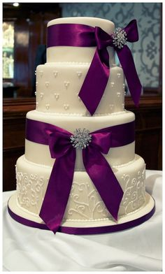 Wedding Cake by Andrea Hillman - California Weddings At: http://www.FresnoWeddings.Net/