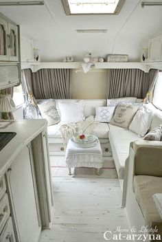Vintage Camper Interior Ideas To Consider Best 30 Of Vintage Camper Interior Remodel Ideas Traveling In. Vintage Camper Interior Ideas To Consider Now Here Is Proof That You Can Paint And Remodel A Travel Trailer Or. Kombi Trailer, Rv Travel Trailers, Travel Trailer Remodel, Vintage Travel Trailers, Camper Trailers, Airstream Remodel, Vintage Caravans, Bus Remodel, Remodel Caravane