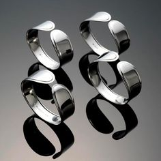 Features:  -Material: 18/10 Stainless steel.  -Simple design coordinates and complements easily with other patterns.  -Produced in carefree18/8 stainless steel.  Product Type: -Napkin Ring.  Color: -