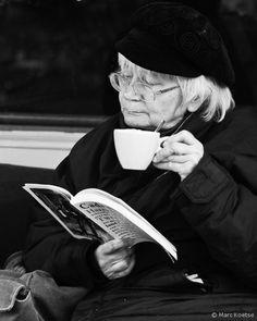 14 - Les vieilles dames lisant …dehors