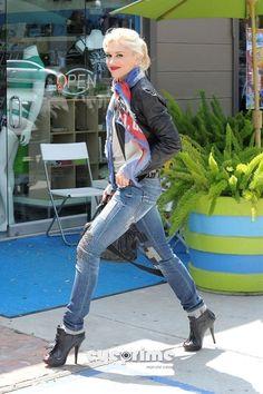 Style Inspirations - Gwen Stefani my kinda chick! Bazillion inch heel wearing mom!:)