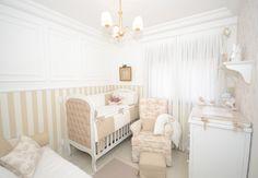 """Quem acompanhou os diários de gravidez me """"ouviu"""" falar bastante da Mini-Monde e da Célia. Ela foi a responsável por toda a montagem do quarto de bebe, desde o papel de parede, gesso, luminária, móveis, até a decoração final e montagem do quartinho do Be."""
