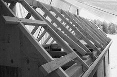 Framing the gable roof overhang is one of the trickiest parts to framing a gable roof Carport Sheds, Yard Sheds, Building A Shed Roof, Building Plans, House Building, Small Garden Office, Outdoor Jobs, Roof Sheathing, Garden Cabins