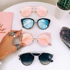 Image about fashion in Acessories💁💍👜👓 by annatarbekyan_a Girl With Sunglasses, Cute Sunglasses, Ray Ban Sunglasses, Cat Eye Sunglasses, Round Sunglasses, Mirrored Sunglasses, Sunglasses Women, Summer Sunglasses, Quay Eyewear