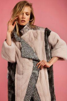 Raincoats For Women Travel Abaya Fashion, Fur Fashion, Winter Fashion, Womens Fashion, Raincoats For Women, Jackets For Women, Versace Jacket, Yellow Raincoat, Winter Coat