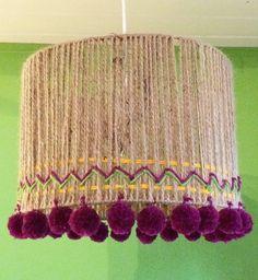 lámpara artesanal - realizada con hilo sisal y lanas.