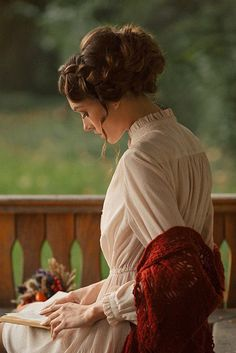 "dlastmermaid: gardenofelegance: ""…she bloomed in his hands.""Anais Nin, ""Little Birds"""