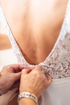 In den Details liegt der Zauber! Deshalb findest du bei FUSSL HappyDay nur Modelle, die bis in den letzten Zentimeter mit Liebe gefüllt sind! Lass dich inspirieren und finde DEIN perfektes Brautkleid! 💍 Lace Wedding, Wedding Dresses, Tricks, Fashion, Perfect Wedding Dress, Wedding Dress Lace, Love, Gowns, Women's