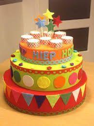 piepschuim taart Diy Birthday, Happy Birthday, Birthday Cake, Summer Preschool Activities, Art For Kids, Crafts For Kids, Class Birthdays, Birthday Charts, Paper Cake