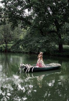 Boat Fashion, Flower Fashion, Fashion Shoot, Water Photography, Amazing Photography, Children Photography, Photoshoot Idea, Imperial Dreams, Senior Portraits Girl