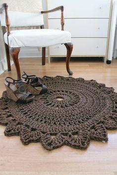 ideas for crochet rug zpagetti etsy Crochet Diy, Love Crochet, Crochet Crafts, Crochet Projects, Crochet Rugs, Crochet Carpet, Crochet Home Decor, Crochet Bebe, Chunky Crochet