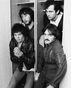 Clockwise The Stranglers are: Jet Black at Hugh Cornwell Dave Greenfield Jean Jacques Burnel pulling a great face at 70s Music, Music Icon, Music Love, Style Punk Rock, Punk Rock Fashion, Lolita Fashion, Fashion Boots, Rock Indé, Rock N Roll