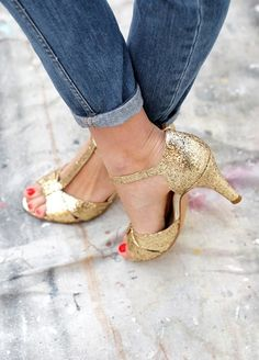 28 Black Casual Style Shoes For Moms - New Shoes Styles & Design Wedge Wedding Shoes, Wedge Shoes, Shoes Sandals, Sandals Wedding, Flat Shoes, Flat Sandals, Pretty Shoes, Beautiful Shoes, Glitter Shoes