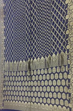 Shop more Handloom Bandhani Saree at Luxurionworld. Pure Georgette Sarees, Bandhani Saree, Out Of Style, Sarees Online, Pure Products, Fabric, Blue, Stuff To Buy, Color