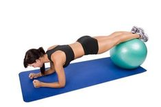 To build upper abs you can use exercise ball which can be perfect for your workout. Learn the best exercise with exercise ball build core as you planned Best Lower Ab Exercises, Back Exercises, Ab Moves, Stretches, Workout Splits, Plank Workout, Shredded Abs Workout, Exercices Swiss Ball, Bola Medicinal