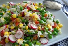 Efter en dejlig sommerdag med masser af sol og varme, er det rart med lidt aftensmad, der ikke ligger alt for tungt i maven, så i dag har jeg forberedt denne her lækre rissalat, som vi skal have at spise lige om lidt, når grillen er klar og kødet er stegt. Jeg synes, at der … Waldorf Salat, Rice Dishes, Cobb Salad, Salad Recipes, Buffet, Vegetarian Recipes, Grilling, Paleo, Food And Drink