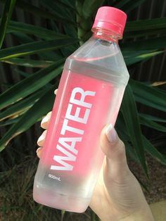 Easy Ways To Drink More Water Easy Ways To Drink More Water - drinkwater Cute Water Bottles, Glass Water Bottle, Drink Bottles, Drink More Water, Food And Drink, Water Aesthetic, Pink Aesthetic, Bottle Design, Drinking Water