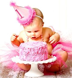 Precious baby girl's first birthday ❶ Great baby child photography idea Toni Kami ~•❤• Bébé •❤•~Pretty in pink cake smash! DIY