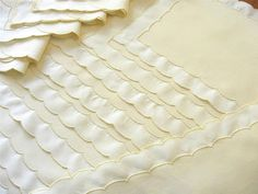 BEAUTIFUL Vintage SCALLOPINO Marghab 17 pc Set Placemats Napkins Runner YELLOW #Marghab