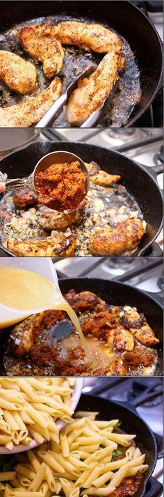Macaroni with Chicken Macarrones con pollo Subido de Pinterest. http://www.isladelecturas.es/index.php/noticias/libros/835-las-aventuras-de-indiana-juana-de-jaime-fuster A la venta en AMAZON. Feliz lectura.
