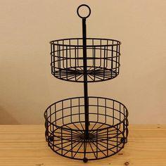 Fruteira com 2 andares produzida em metal. R$ 215,00 http://www.casaquetem.com.br/collections/cozinha/products/fruteira-de-2-andares-preta