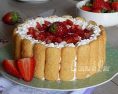 Torta fredda pavesini fragole e panna senza cottura