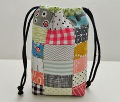 s.o.t.a.k handmade: little drawstring bag, super cute! I think I need to make a few of these with all my scrap fabric!