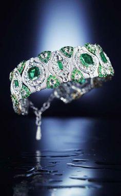 Emerald diamond necklace, diamond jewelry, gem jewelry #luxury #jewelry