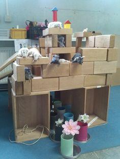 Als inspiratie, een muizenhuis gebouwd door kleuters van groep 2 Sint Adelbertusschool