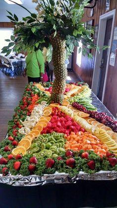 49 Ideas Fruit Bar Table Buffet Party Ideas For 2019 Fruit Tables, Fruit Buffet, Fruit Trays, Dessert Tables, Dessert Bars, Wedding Food Menu, Wedding Snacks, Table Wedding, Wedding Cake