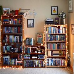 20 Easy Ways To Revamp Your Boring Room Into A Cozy Paradise With Fairy Lights Bookshelf Inspiration, Room Inspiration, Room Ideas Bedroom, Bedroom Decor, Bookshelves In Bedroom, Cute Room Decor, Room Goals, Aesthetic Room Decor, Dream Rooms