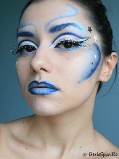 This looks incredibly wierd BUT I like the colours and the fact that it looks different to glam makeup o.O