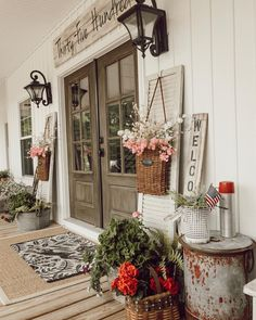 Superb Rustic Farmhouse Front Porches Design And Decor Ideas 47 Small Front Porches, Farmhouse Front Porches, Rustic Farmhouse, Farmhouse Style, Rustic Porches, Front Porch Flowers, Country Porches, Small Porch Decorating, Diy Design