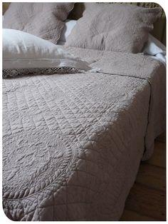 couvre lit en boutis provençal