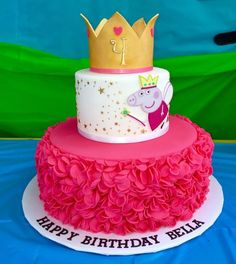 Peppa pig cake I made with sugar paste crown and edible image. Peppa pig cake I made with sugar paste crown and edible image. Tortas Peppa Pig, Cumple Peppa Pig, Peppa Pig Cakes, Cupcakes, Cupcake Cakes, Peppa Pig Birthday Cake, Princess Peppa Pig Party, Aniversario Peppa Pig, Decoration Photo