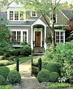 Exterior house colors stucco curb appeal landscaping ideas 33 ideas for 2019 Exterior Colors, Exterior Paint, Exterior Design, Craftsman Exterior, Exterior Siding, Craftsman Style, Style At Home, Creative Landscape, Landscape Design