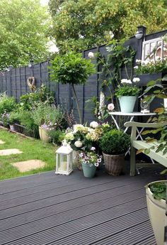 Gorgeous Black Garden Ideas For Amazing Garden Inspiration - Gardening - Garden Small Gardens, Outdoor Gardens, Amazing Gardens, Beautiful Gardens, Low Maintenance Garden Design, Black Garden, Garden Cottage, New Wall, Garden Styles