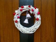 Vánoční věnec na dveře Christmas Wishes, All Things Christmas, Christmas Crafts, Christmas Decorations, Holiday Decor, Christmas Ornament Wreath, Xmas Wreaths, Deco Mesh Wreaths, Homemade Christmas Gifts