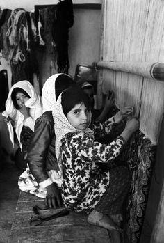 Iran , Girls working in the village carpet factory