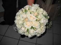 Brudebuket med Vendela, forgrenet rose og brudeslør (Kirsten)
