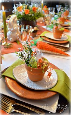 For my Easter tablescape this year, I carried the colour scheme and carrots & bunnies theme from the décor on my sideboard onto the table...
