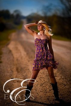 Outdoor shot in the dirl. cowgirl photography