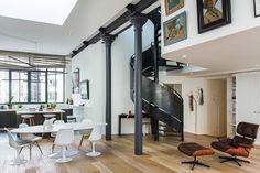 L'architecte Vincent Eschalier s'est vu confier le difficile mais beau projet de réhabiliter une ancienne fonderie en 17 lofts de luxe. Résultat : poutres métalliques, plafonds hauts, mezzanines et parquets en bois pour des espaces à l'architecture contemporaine et aux perspectives ouvertes.